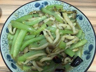 丝瓜炒蟹味菇
