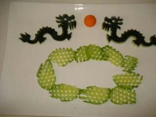 二龙戏珠+#夏天的味道#,用黄瓜垫底,是怕汤汁流外面