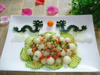 二龙戏珠+#夏天的味道#,装盘可以吃了