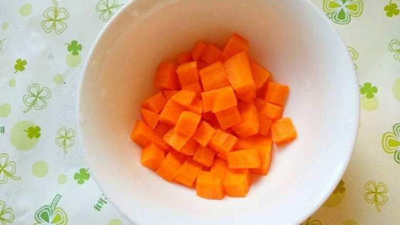 什锦山药虾仁,胡萝卜清洗切小块