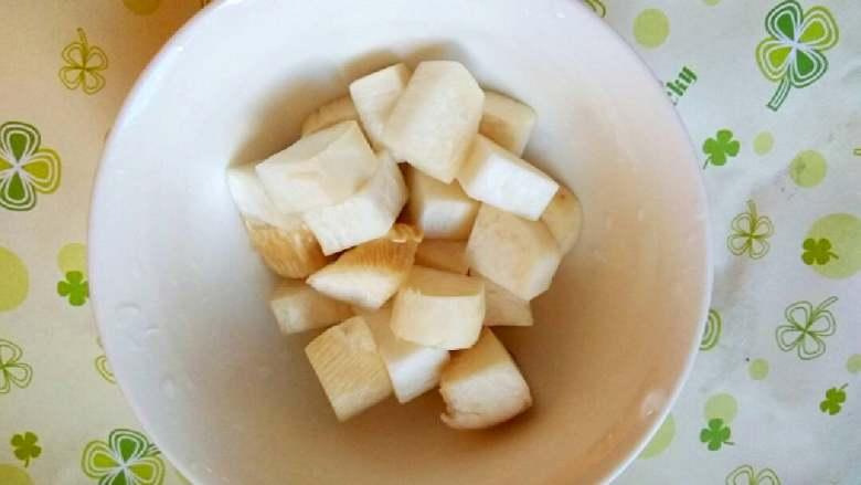 什锦山药虾仁,杏鲍菇清洗切小块