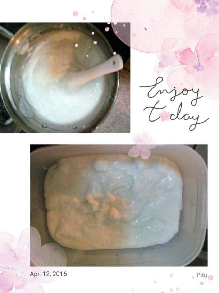 中原雪花糕《椰奶糕》,中火煮边煮边搅拌,煮到微开就可以了。待凉倒进盒子里