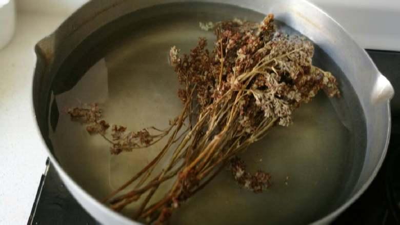 五彩饭,放入无油锅内加3斤水煮