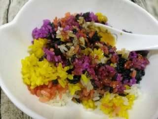 五彩饭,我还喜欢配蜂蜜或熬的玫瑰红糖浆