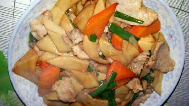 吃鸡+鸡腿菇(杏鲍菇)炒肉