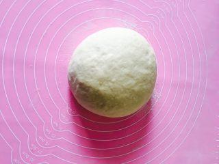 椰蓉面包,取出揉光面