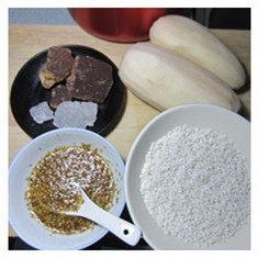 红糖桂花糯米藕,准备好食材。