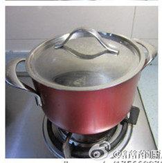 红糖桂花糯米藕,炖到收汁,然后再浸泡一夜更好吃。