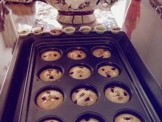 香蕉蛋糕(儿童下午茶),完美!儿子吃了四块! 还有剩余的我做了水果薄饼!