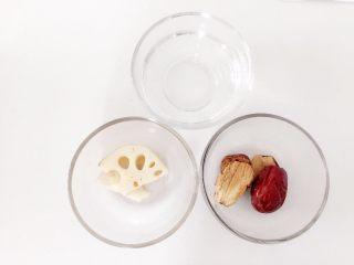 莲藕枣泥—让宝宝先舒舒服服喝碗莲藕枣泥吧,准备好所有食材