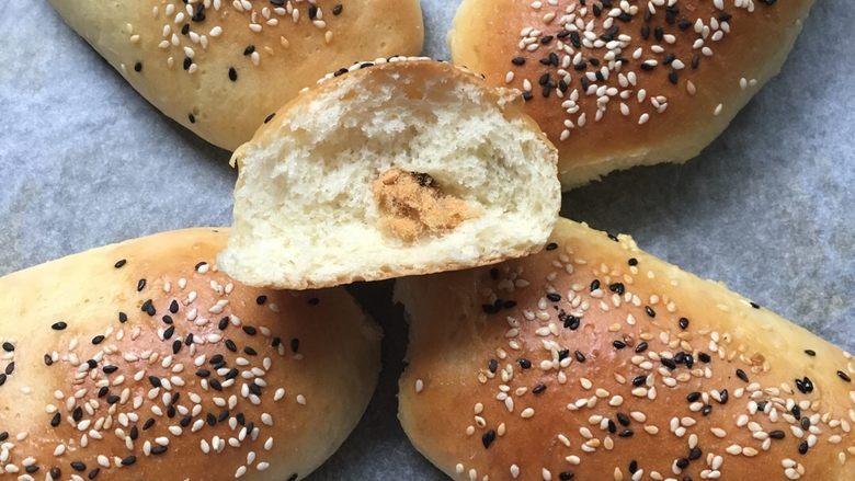 松软肉松面包卷