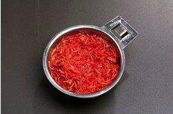 西班牙海鲜饭 ,番红花取一把条用热水泡至颜色出来后放一旁