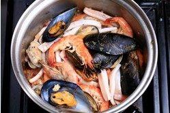 西班牙海鲜饭 ,海鲜炒至5-7分熟即可