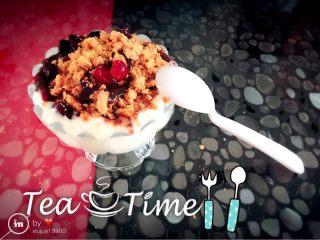酸奶(别名:浪漫沙滩),怎么样?在家就可以享受到不一样的美食,不比外面的差,而且味道真的好吃,酸奶我没有放糖,我所取的材料中甜度刚刚好😜