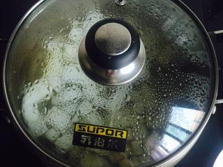 雪梨百合汤,中小火慢煮20分钟