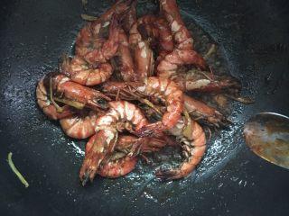 #年夜饭#酱爆鲜虾,待锅内汤汁快收干即可出锅。(要保留一点汤汁哦)
