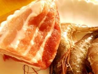韭菜虾仁猪肉饺,五花肉和虾