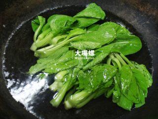 正宗柳州螺蛳粉丨大嘴螺,重新烧一锅水,放入各类你喜欢的青菜,稍微煮一会儿熟了就可以捞出来备用(这里推荐空心菜、生菜和上海青)