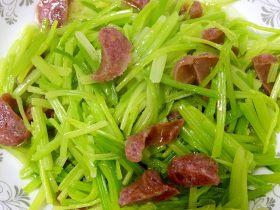 芹菜炒香腸