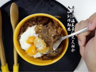 一人食也请走心,来碗温泉蛋牛肉饭,一个人,也要对自己的胃负责哟