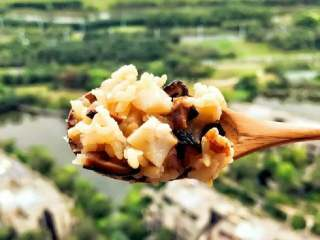 宝宝辅食:芋头香菇炊饭,和窗外风景也很配呢(ง •̀_•́)ง