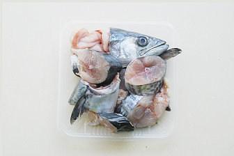 鲅鱼跳丈人笑【鲅鱼三吃】,鲅鱼洗净切成1.5-2cm的块;