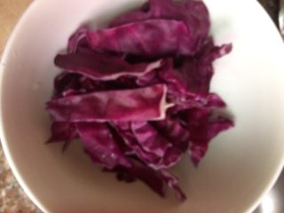 墨西哥卷😋😋,紫包菜切丝,