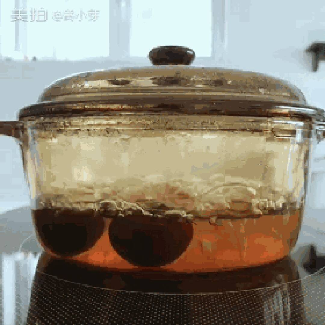 宝宝辅食:苹果栗子饼,将栗子凉水入锅,煮熟煮软,差不多要煮到20-25分钟。</p> <p>》也可以用蒸的,小芽个人比较喜欢用煮的,感觉煮的口感比蒸的好。