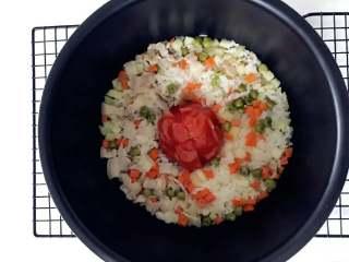 宝宝辅食:一只番茄饭(改良版),煮好,如果水多了,可以多保温焖一段时间。