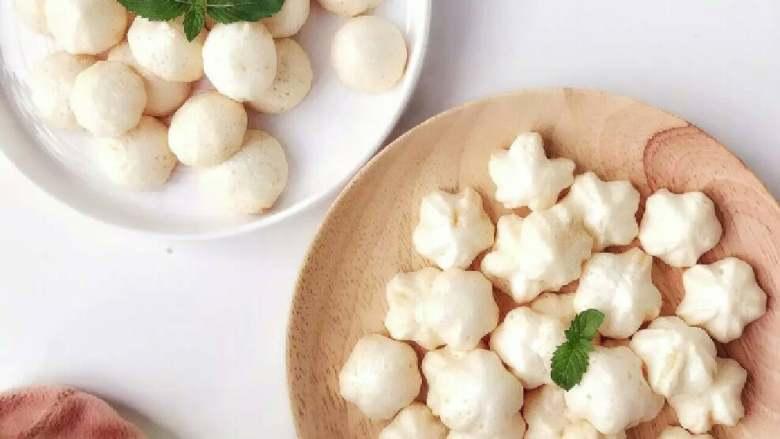 酸奶溶豆—婴幼儿配方奶粉和酸奶的组合,宝宝真爱哦!10M+ ,完成,溶豆冷却后,如果暴露在空气中,差不多15分钟就会变潮湿变皮掉,所以冷却后,马上装入小罐子中密封保存。