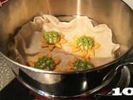 【向日葵面点】,待两倍大时冷水入蒸锅,大火烧开后转中小火蒸12分钟关火两三分钟后开盖即可。