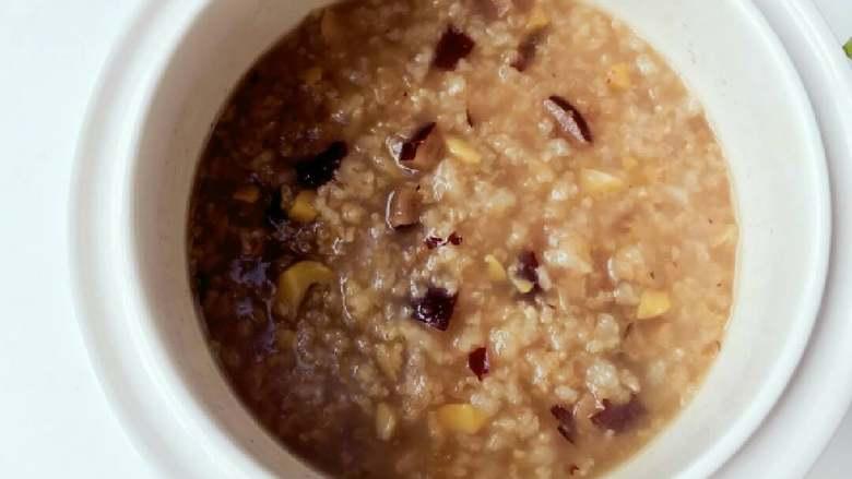宝宝辅食:栗子红枣粥—喝一碗,热乎乎,营养暖胃又舒心!10M+,完成,栗子已经被煮得又烂又粉,红枣的香甜也已全部融到粥里面。