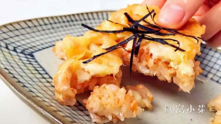 宝宝辅食:三文鱼鸡肉米披萨—用米饭做饼底,简单快手,软糯鲜美又奶香十足!12M+