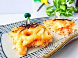 宝宝辅食:三文鱼鸡肉米披萨,超级诱人