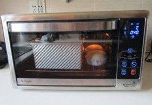 体会不一样的口感----绿茶蛋糕面包,再将它们加盖放入预热170度烤箱中,中下层, 45分钟;