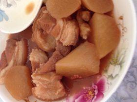 猪腿肉炖萝卜