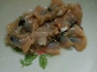 藕饼,文蛤洗净,切碎