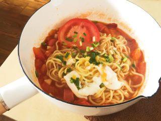 「吃货久久」美味的番茄香肠鸡蛋拉面