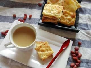不用烤箱的酥脆饼干,配一杯下午茶☕,解乏又解饿。不油腻~~