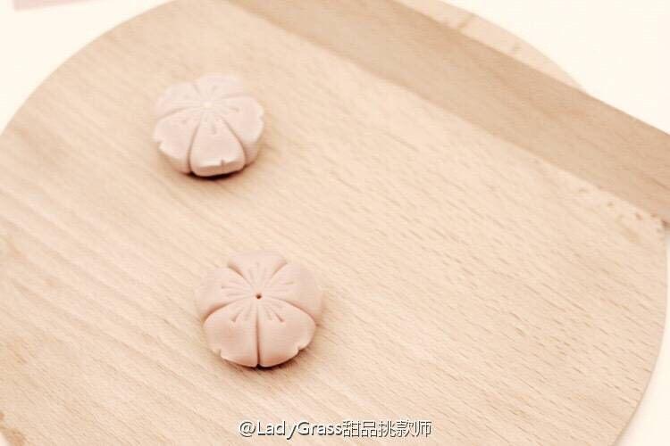 【樱】春日的樱花和菓子,尖角处压出花瓣的开叉