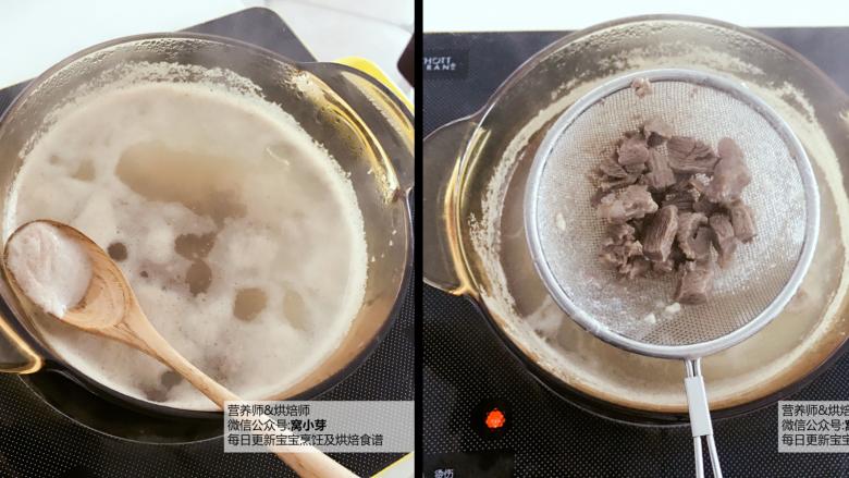 宝宝辅食:有饭、有菜、有肉,啥都有的土豆牛肉焖饭!18M+,锅里放水,将牛肉焯水5分钟,撇去浮沫,捞出牛肉粒,反复清洗几遍备用。 》如果是猪肉,也需要撇除泡沫,不然会比较腥。 》彻底把血水浮沫清洗干净