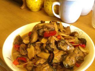酱爆牡蛎,盛盘