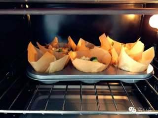 宝宝辅食:什锦咸味早餐面包玛芬,简单营养又美味!18M+,放入烤箱中层,180度,上下火,15-20分钟左右。