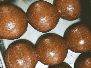好吃到飞起来的黑眼豆豆,新鲜出炉的黑眼豆豆最好吃,浓郁的巧克力味道弥漫整个房间。