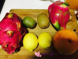 水果茶,水果洗干净,水果没有固定的自己喜欢就行,木瓜阿甜橙阿菠萝阿都可以