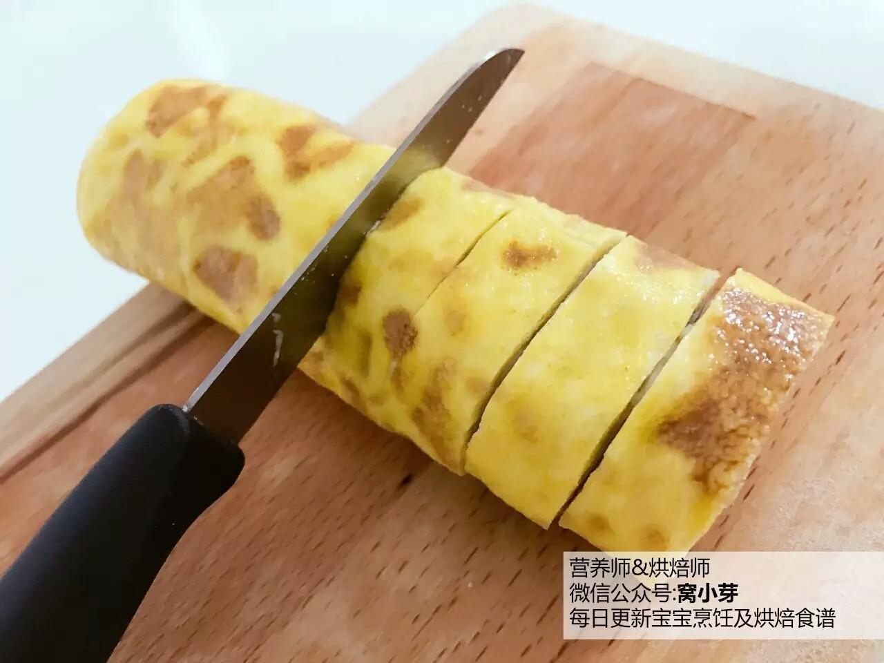 宝宝辅食:芋头蛋卷-好好吃早餐,元气满满地开始一天吧!10M+,趁热切段,小宝宝吃可以切一小段一小段的哈。</p> <p>》切段的时候要小心,用刀来回挪动像,用锯齿刀一样慢慢切。
