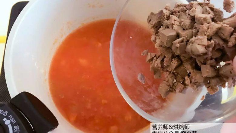 宝宝辅食:番茄鸡肝/猪肝汤,煮开,倒入步骤3中准备好的鸡肝/猪肝丁。