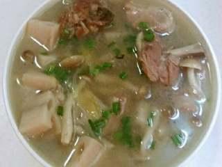 鸭肉莲藕菌菇汤