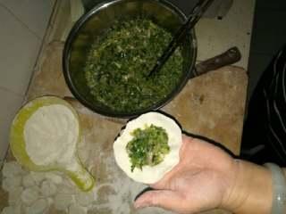 牡蛎水饺,开始包制,发个水饺更鲜美
