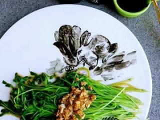 《双兔豌豆苗》凉拌小菜